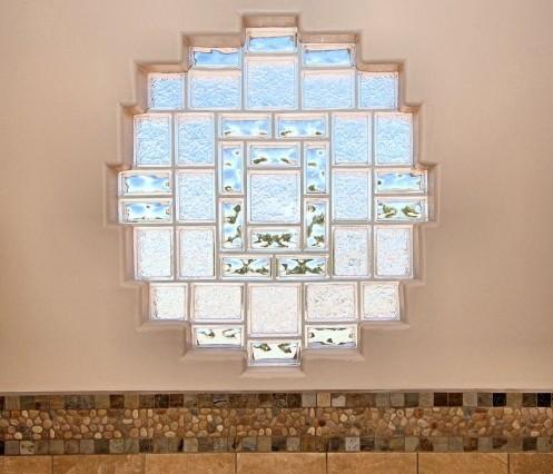 оригинальное окно из стеклоблоков