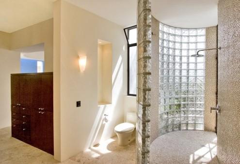 использование стеклоблоков в ванной