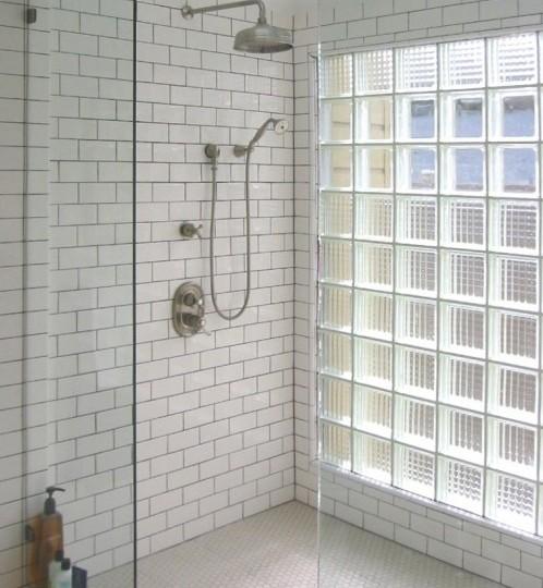 комбинированная перегородка из матовых и прозрачных стеклоблоков