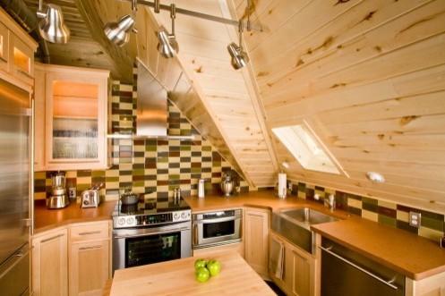 маленькая кухня на мансарде