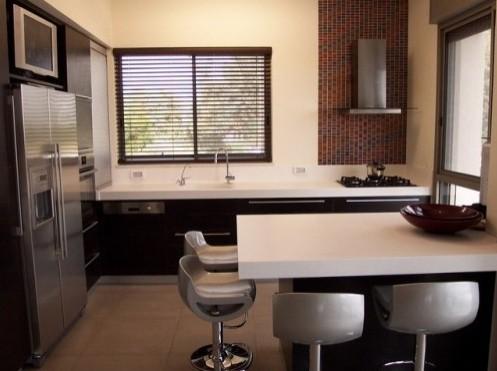 маленькая кухня с обеденной зоной