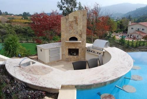 бар в бассейне частного дома