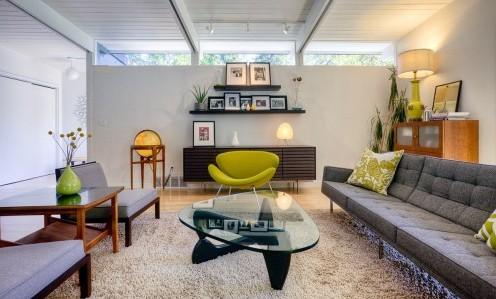 зеленые элементы с серой гостиной