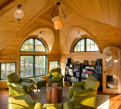 зеленая мебель в деревянном доме