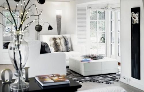 эклектичный черно-белый дом