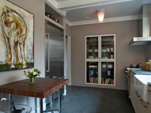 стеллаж для кухни с прозрачными дверками