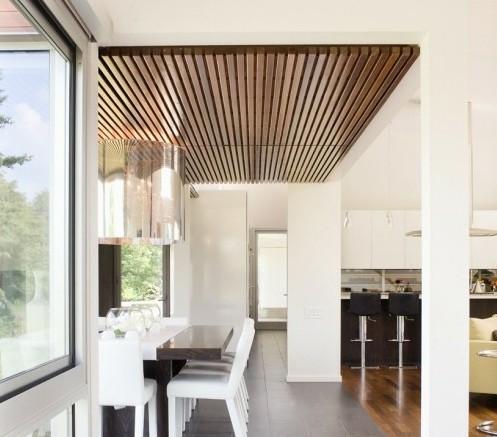 реечный дизайн деревянного потолка