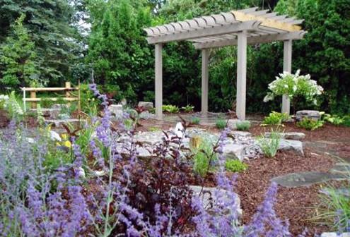 прямоугольная пергола в саду
