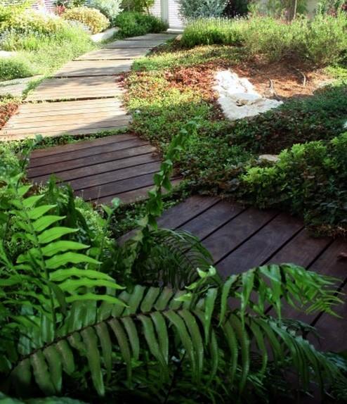 деревянная садовая дорожка из паллет