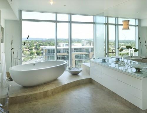 белая ванная комната в стиле модерн