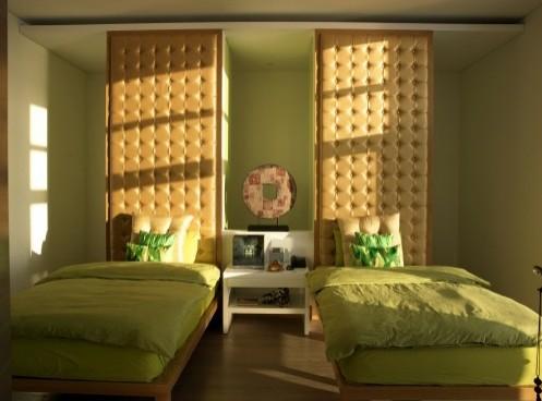 дизайн изголовья кровати в виде шкафа
