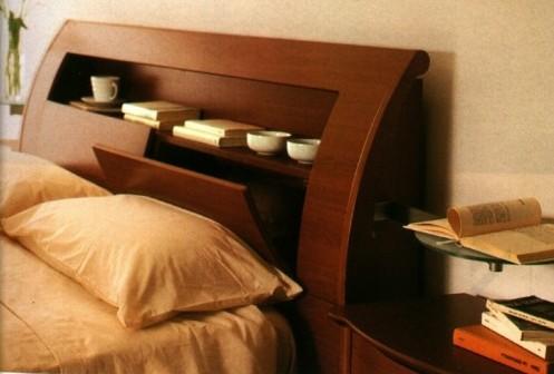 скульптурное изголовье кровати с полками