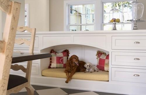 встроенное место для собаки в доме