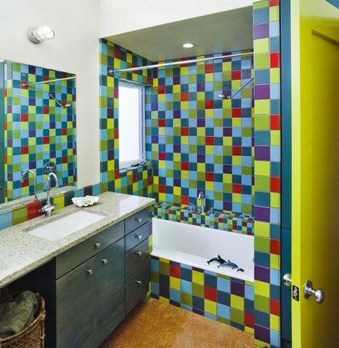 яркий интерьер детской ванной комнаты