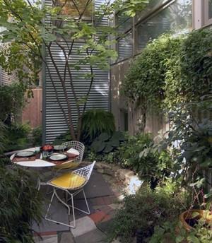 ландшафтный дизайн с акцентом на листьях