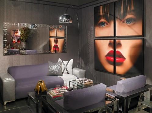 серо-фиолетовая гостиная с ярким декором