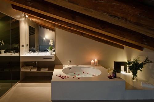потолочные балки в интерьере ванной