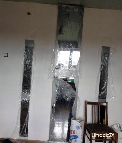 процесс декорирования стен зеркалами