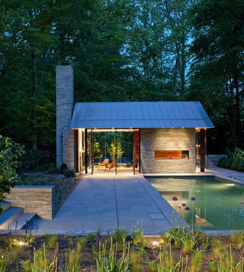 садовый домик с бассейном