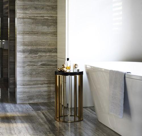 отделка травертином в интерьере ванной