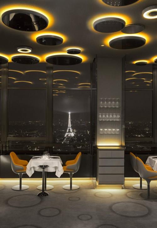 ресторан с видом на Эйфелеву башню