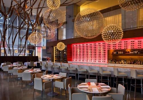 оригинальные светильники в дизайне ресторана