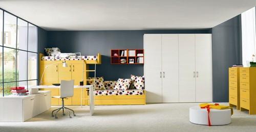 комната для подростков в серо-желтой гамме