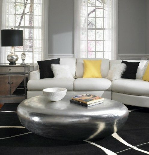 элегантная гостиная в серо-желтой гамме