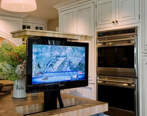 выдвижной телевизор в кухонном острове
