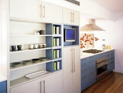 кухонная полка с телевизором