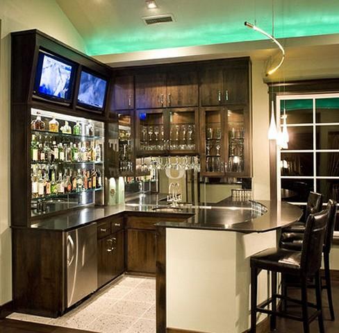 размещение телевизора на верхней кухонной полке