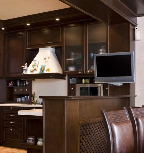 поворотный телевизор на кухне