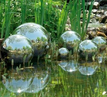 оформление пруда стальными шарами