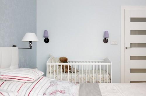 кроватка новорожденного в спальне