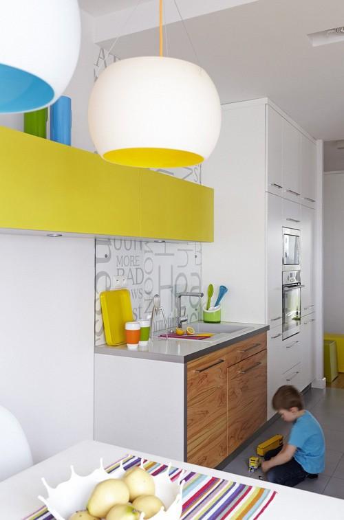 цветные элементы в интерьере кухни
