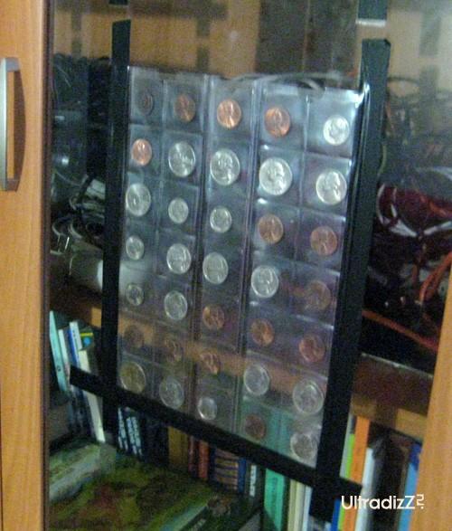 фрейм для коллекции монет из черной изоленты