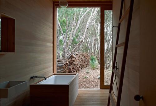 деревянная отделка в ванной