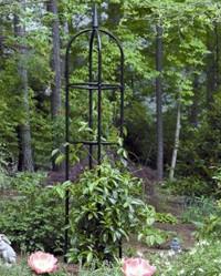 садовый обелиск для вертикального озеленения из металла