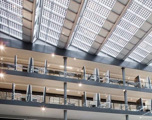 офисная крыша с фотоэлементами