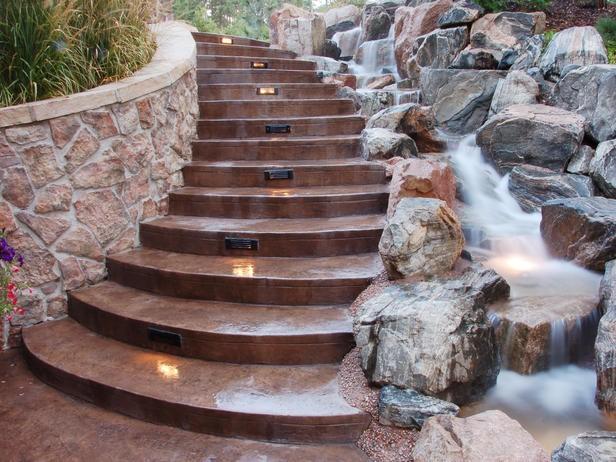 встроенное освещение в ступенях наружной лестницы