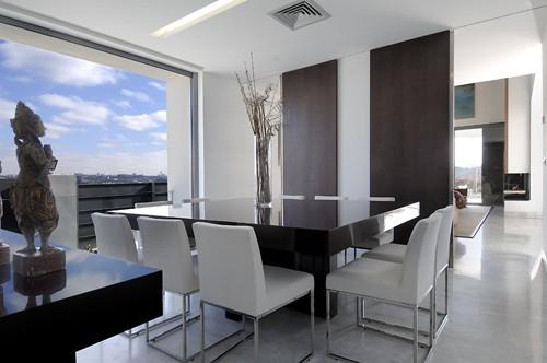 зона столовой в большой гостиной