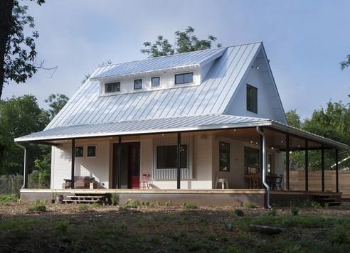 металлическое крыльцо в традиционном доме