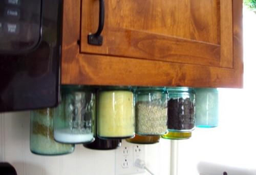 хранение банок под кухонным шкафчиком