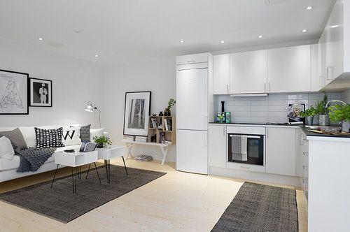 черно-белый дизайн квартиры открытой планировки