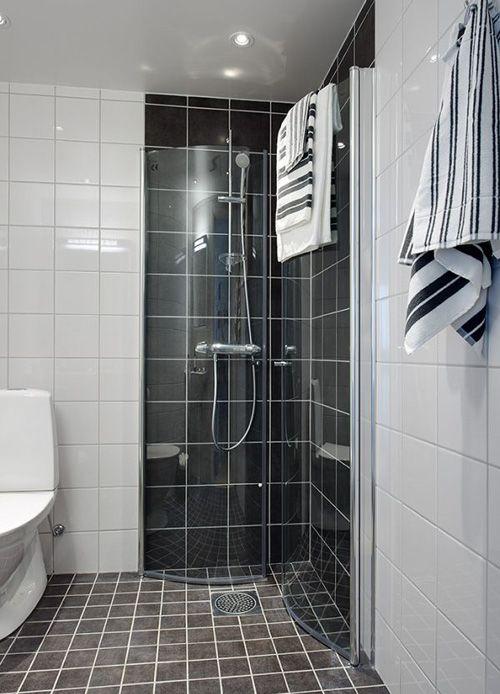 черно-белая отделка ванной комнаты