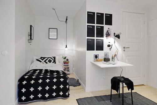 спальная зона и рабочее место в однокомнатной квартире
