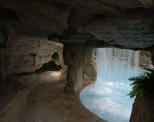 грот с искусственным водопадом