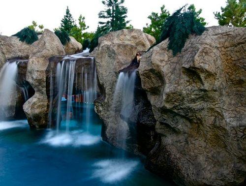 система водопадов в искусственном гроте
