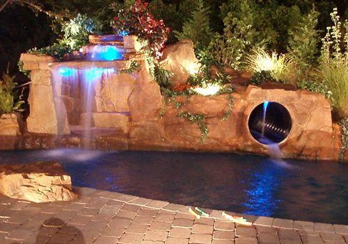 искусственный грот с водопадом и водной горкой