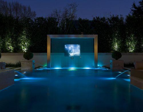 искусственный водопад с проекционным экраном